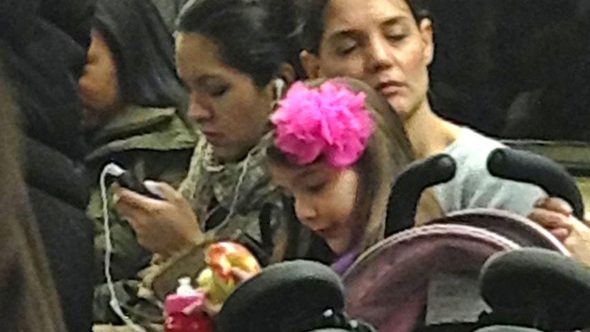 In der U-Bahn: Katie Holmes & Suri ohne Allüren