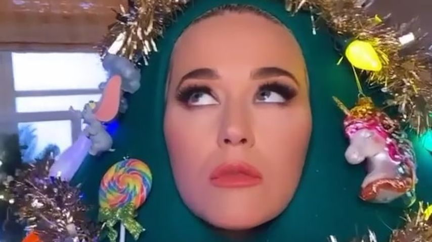 Katy Perry als Weihnachtsbaum verkleidet, November 2020