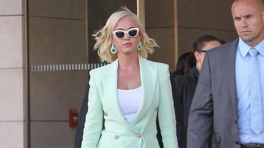 Katy Perry vor einem Gericht