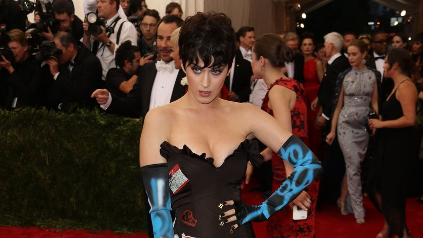 Chaos-Look? Katy Perry präsentiert Pixie-Cut & Nippel-Tape