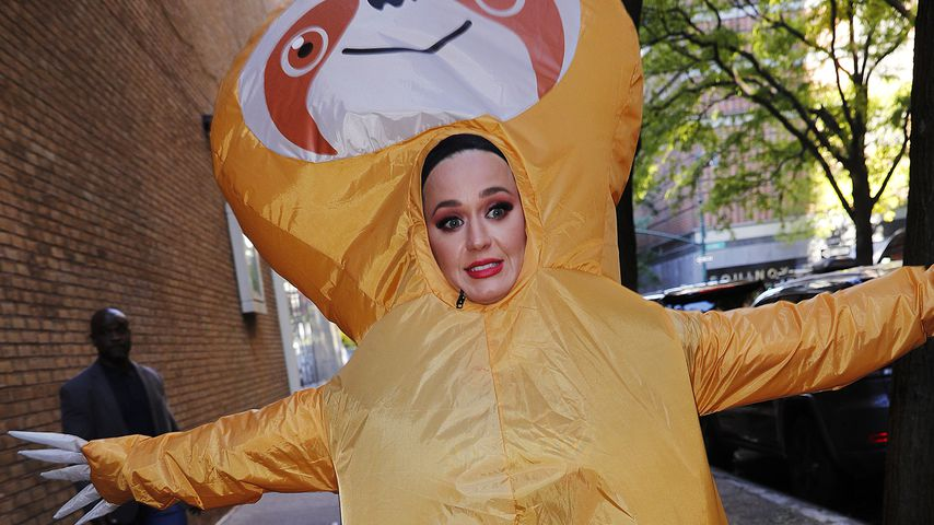 Halloween-Fan Katy Perry rennt als Riesen-Faultier durch NYC