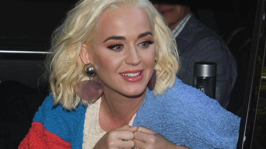 Im grauen Hoodie: Hier versteckt Katy Perry ihren Babybauch