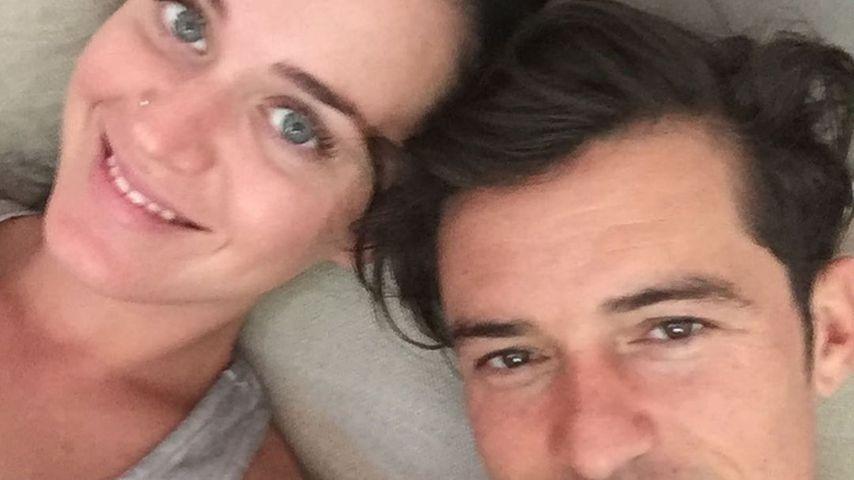 Couch-Selfie mit Orlando: Katy Perry zeigt sich ungeschminkt