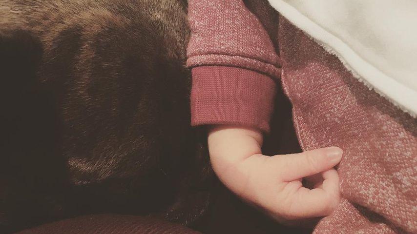 Kaya Scodelarios Sohn mit Hund Arnie