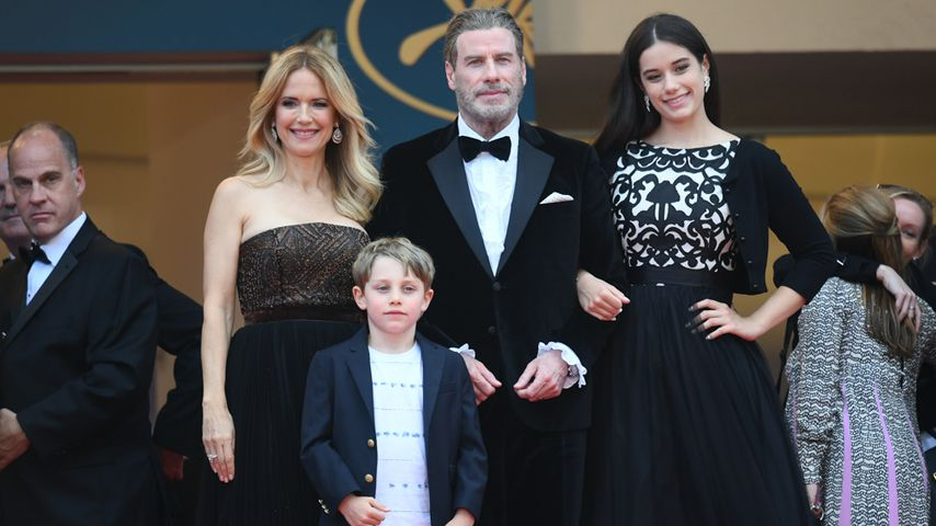 Kelly Preston, Benjamin, John Travolta und Ella Bleu in Cannes