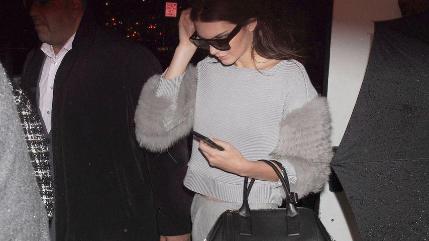 Graues Mäuschen? Kendall Jenner fällt trotzdem auf