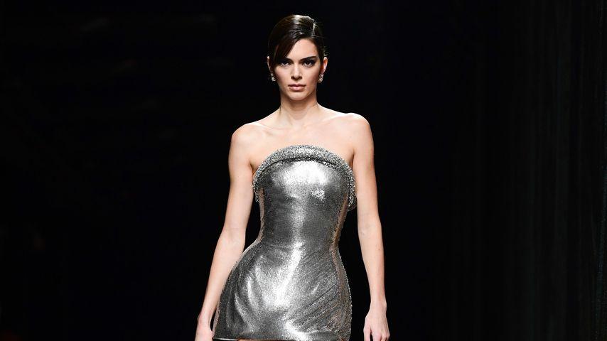 Kendall Jenner bei der Modenschau von Versace Mailand im Februar 2020