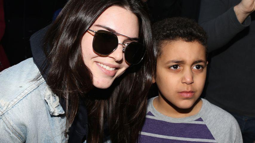 Selfie-Trost: Kendall Jenner kümmert sich um kleinen Fan