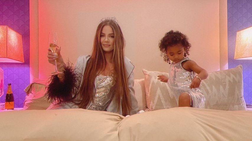 Süß! Khloé Kardashian und ihre True im Glitzer-Partnerlook!