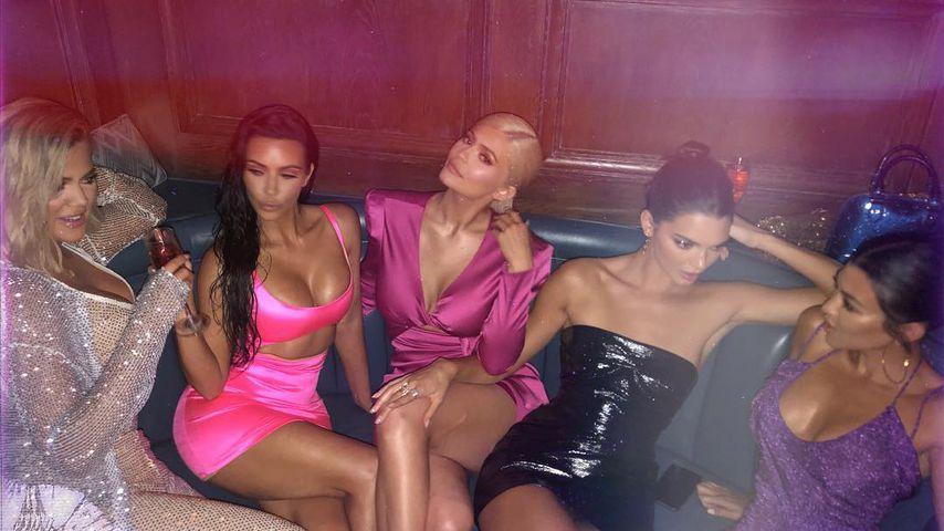 Khloe und Kim Kardashian mit Kylie und Kendall Jenner und Kourtney Kardashian