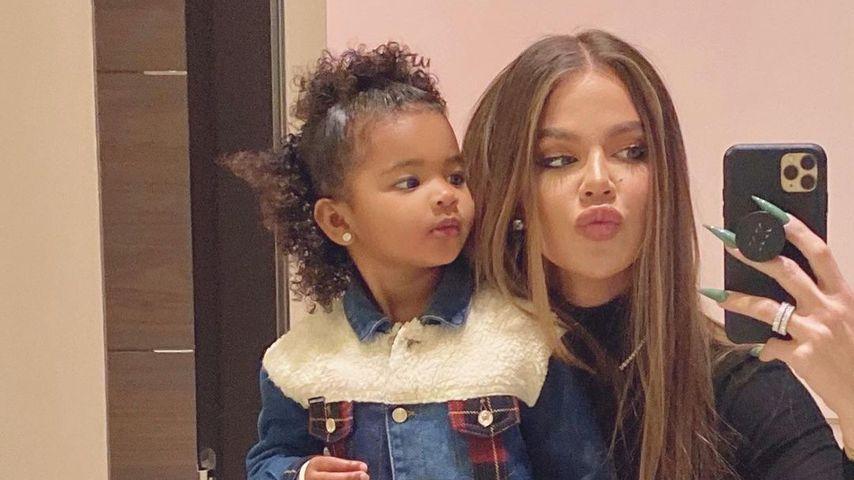 True Thompson mit ihrer Mama Khloé