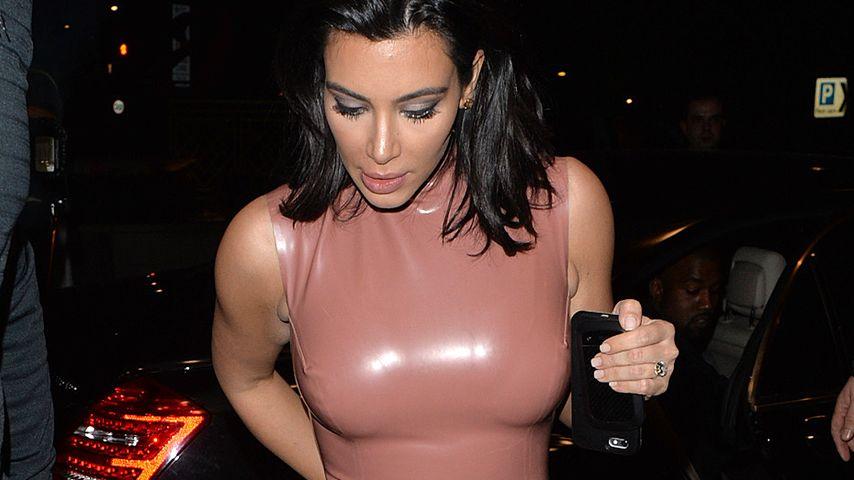 Kim Kardashian in einem Kleid von Atsuko Kudo
