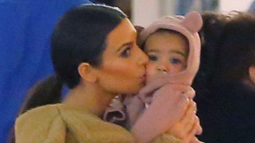 Nori-Bärchen: Kim Kardashian liebkost ihre Tochter