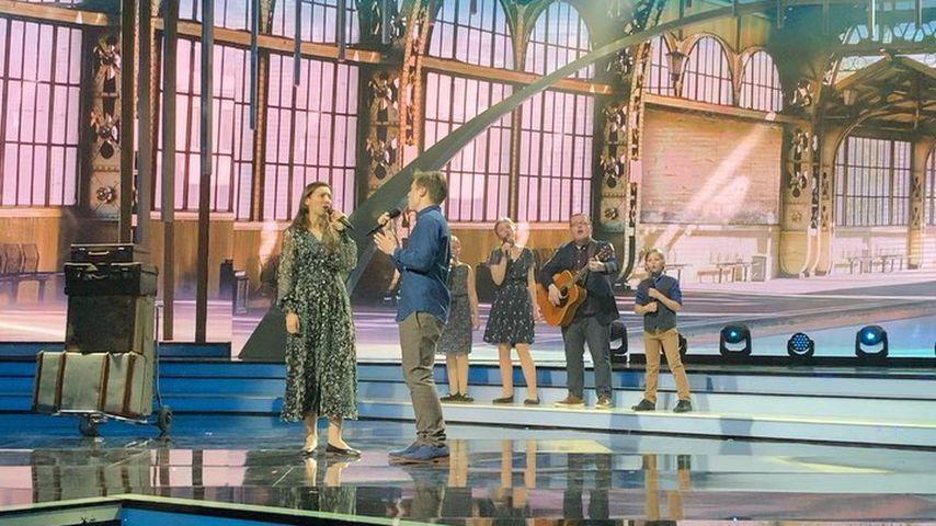 """Kira Kelly singt zusammen mit ihrer Familie in der TV-Show """"Willkommen bei Carmen Nebel"""""""