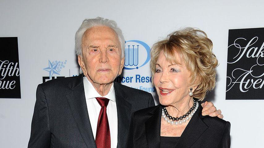 Kirk Douglas und Anne Buydens im April 2012 in Beverly Hills