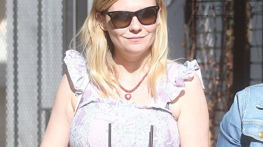 Kirsten Dunst holt Lunch in Los Angeles