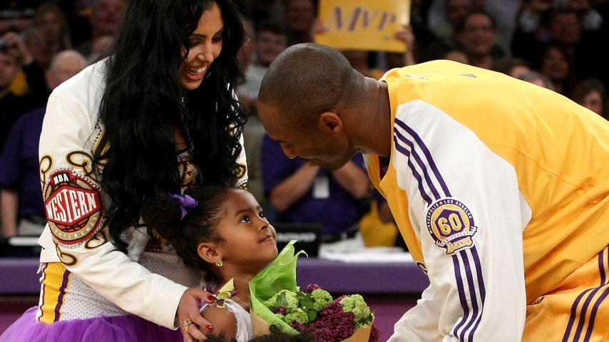 Kobe Bryant mit seiner Frau Vanessa und den Töchtern Gianna und Natalia, Mai 2008