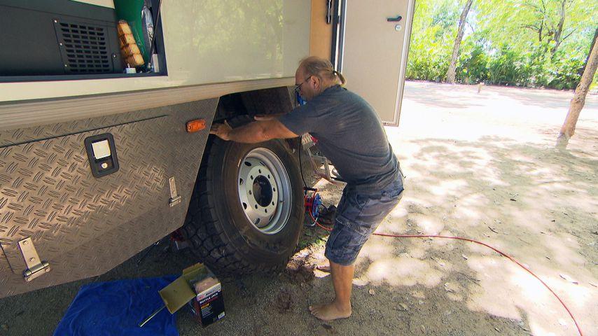 Beim Reifenwechsel: Reimanns kämpfen mit Schlangen-Schock