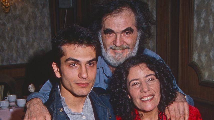 "Kostas Papanastasiou und ""Lindenstraße""-Familie, 1989"