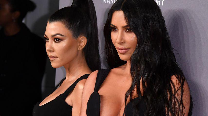 Kourney Kardashian (l.) und ihre Schwester Kim Kardashian West