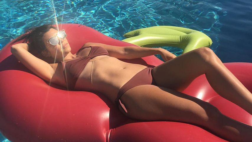 Heiße Kirsche! Kourtney Kardashian zeigt ihren Muskel-Bauch