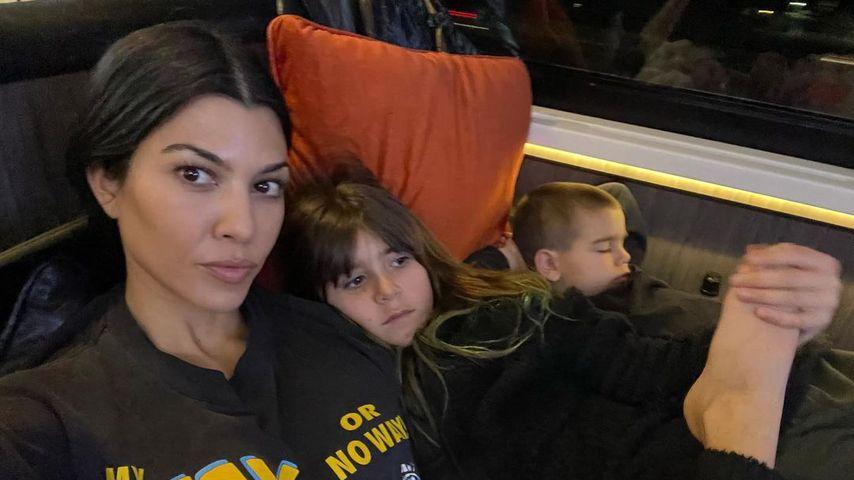 Kourtney Kardashian und ihre Kinder Penelope und Reign