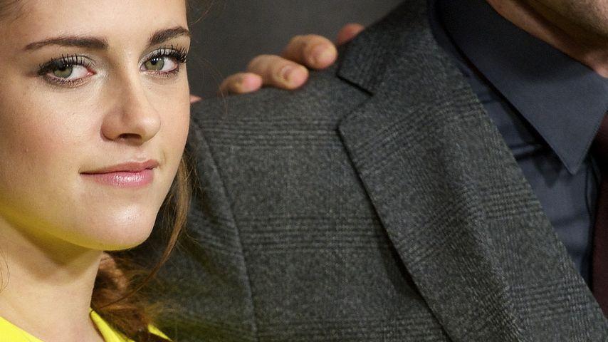 Robert Pattinson gibt Kristen Stewart einen Ring