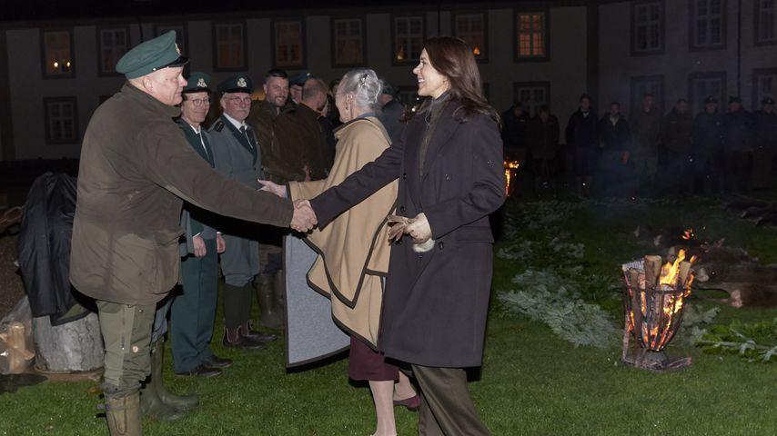 Kronprinzessin Mary und Königin Margrethe nach Kronprinz Frederiks Jagd, November 2019