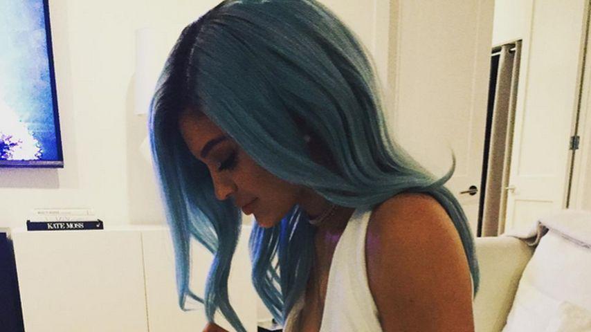 Sie hat braune Haare satt! Kylie Jenner mit blauer Mähne