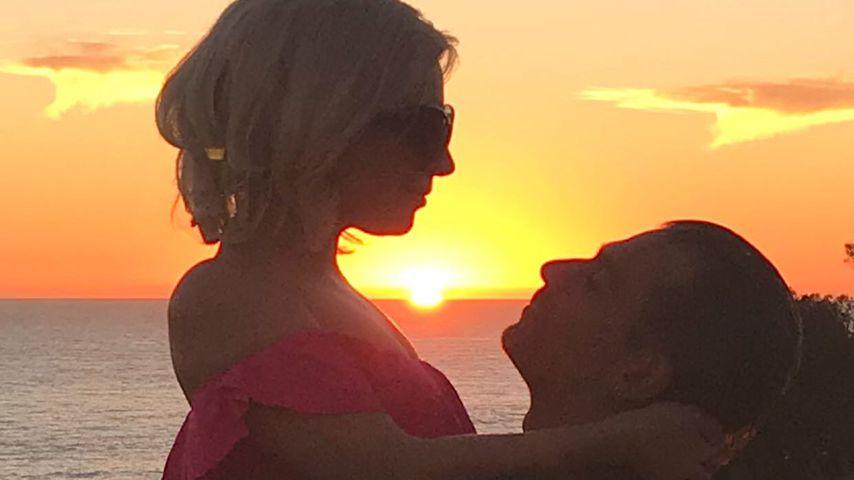Heißes Turtel-Pic: Lady Gaga sexy & verliebt im roten Bikini
