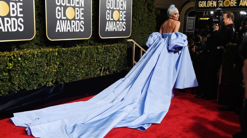 Lady Gaga in einem blauen Kleid bei den Golden Globe Awards in Beverly Hills, 2019