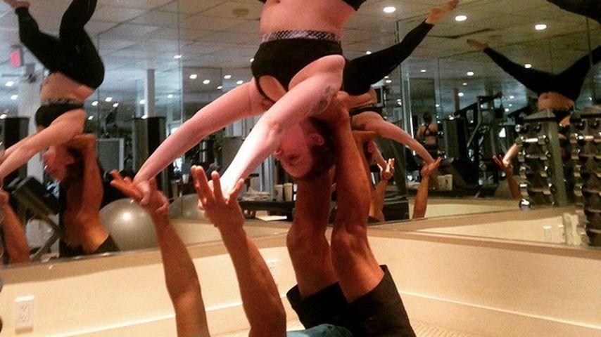 Yoga! Freizügige Lena Dunham in waghalsiger Pose