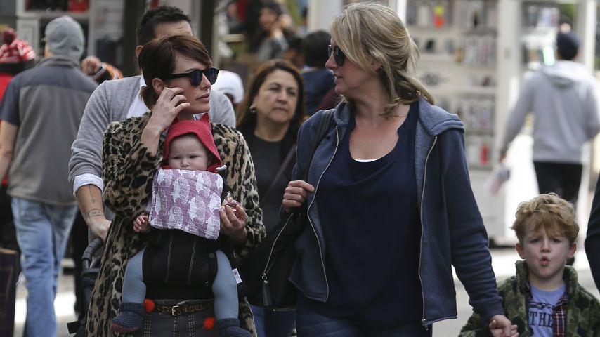 Lena Headey mit ihrer Mutter und ihren Kindern