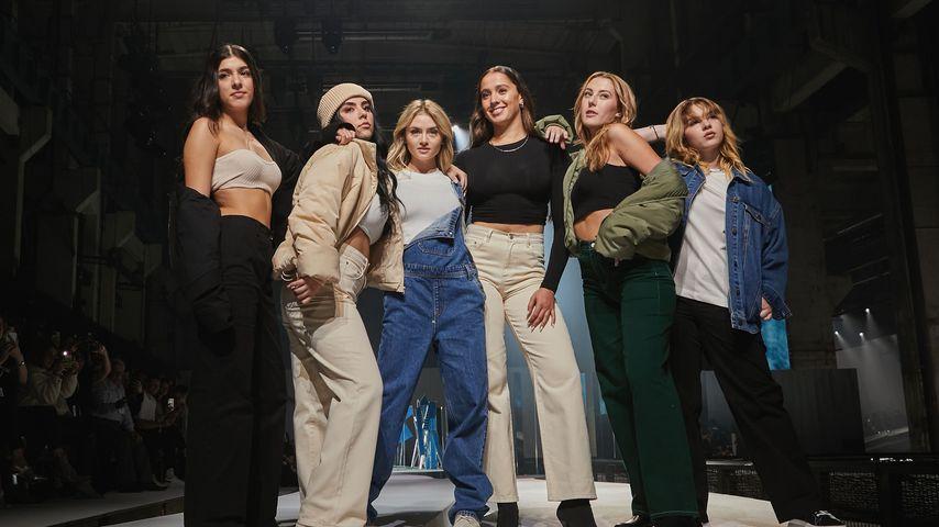 Leni Klum mit den Models ihrer Show bei der Berlin Fashion Week
