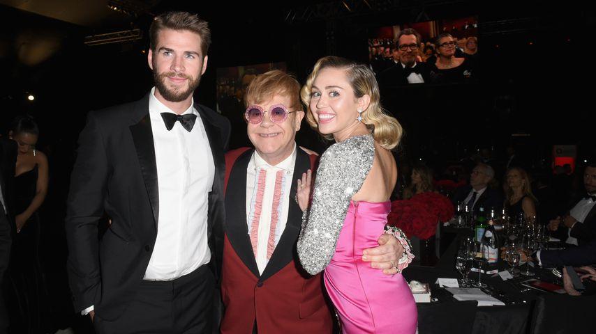 Liam Hemsworth, Elton John und Miley Cyrus