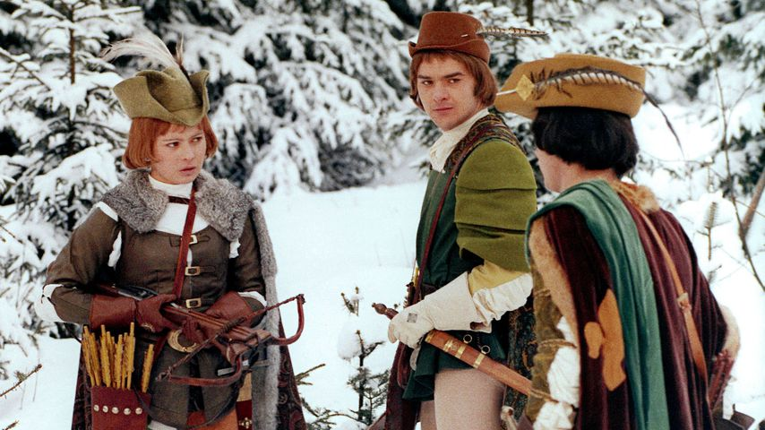 """Libuse Safrankova (l.) und Pavel Travnicek (r.) in einer Szene aus """"Drei Haselnüsse für Aschenbrödel"""