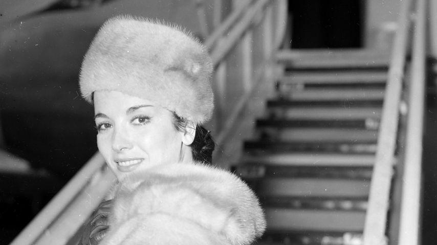 Linda Cristal in London am Flughafen, März 1960