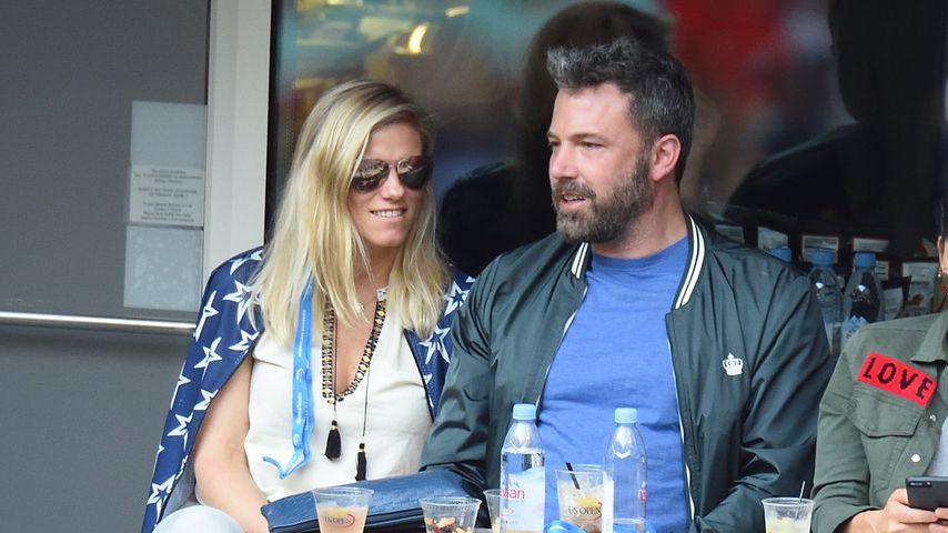Lindsay Shookus hilft Ben Affleck dabei, trocken zu bleiben