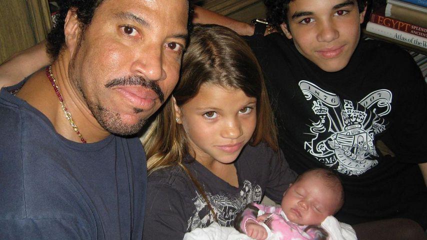 Lionel Richie mit seinen Kindern Nicole, Sofia und Miles