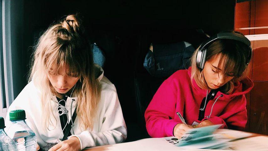 Lisa und Lena, Moderatorinnen von THE DOME
