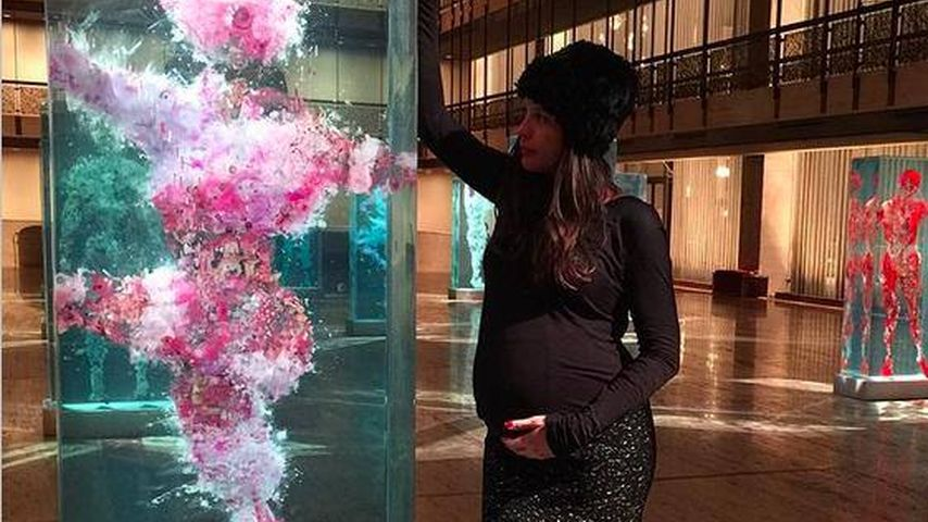 Mutterglück: Liv Tyler tätschelt ihre Babykugel!