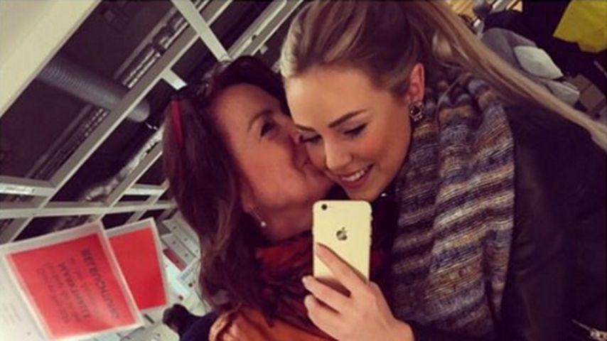 Süß! Liz Kaeber stellt ihre Mama mit Knutsch-Selfie vor
