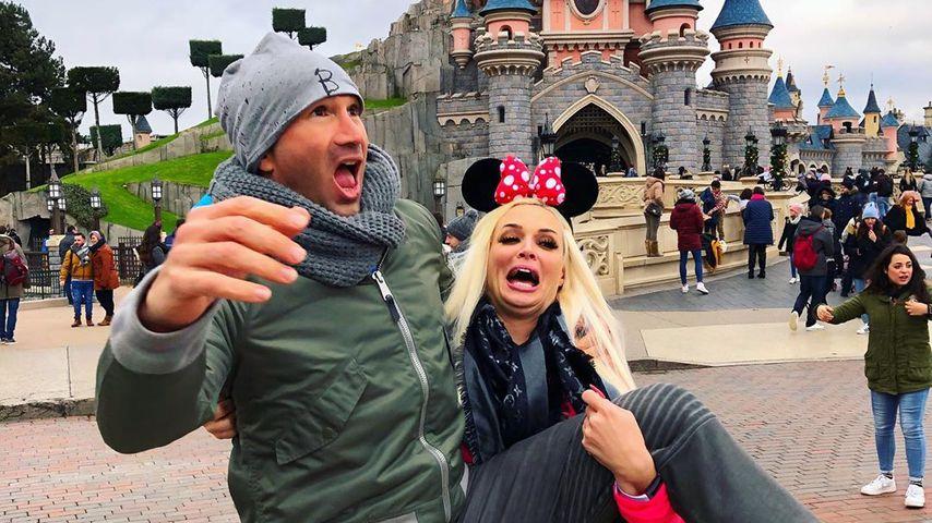 Hier albert Familie Katzenberger-Cordalis im Disneyland rum