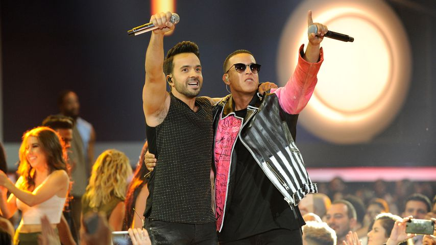 https://content4.promiflash.de/article-images/video_480/luis-fonsi-und-daddy-yankee-bei-den-billboard-latin-music-awards.jpg