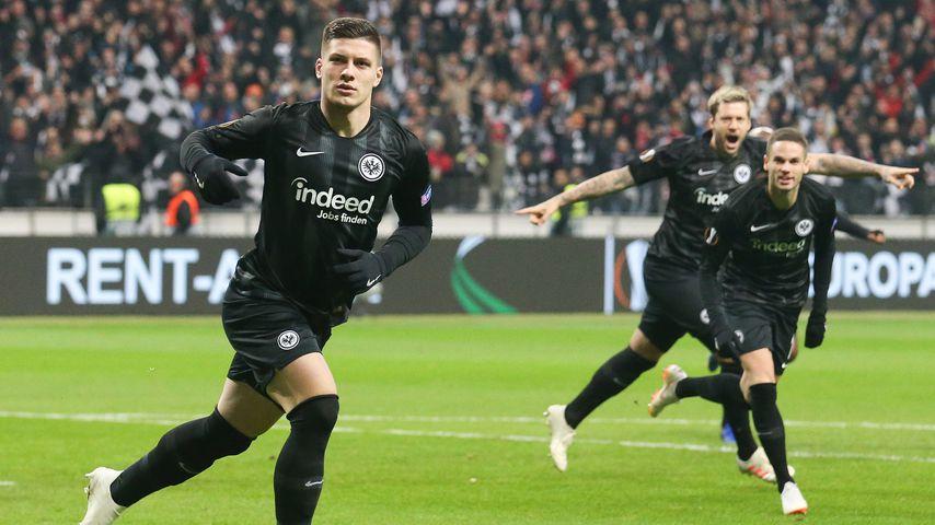 Luka Jovic beim Spiel für seinen Verein Eintracht Frankfurt