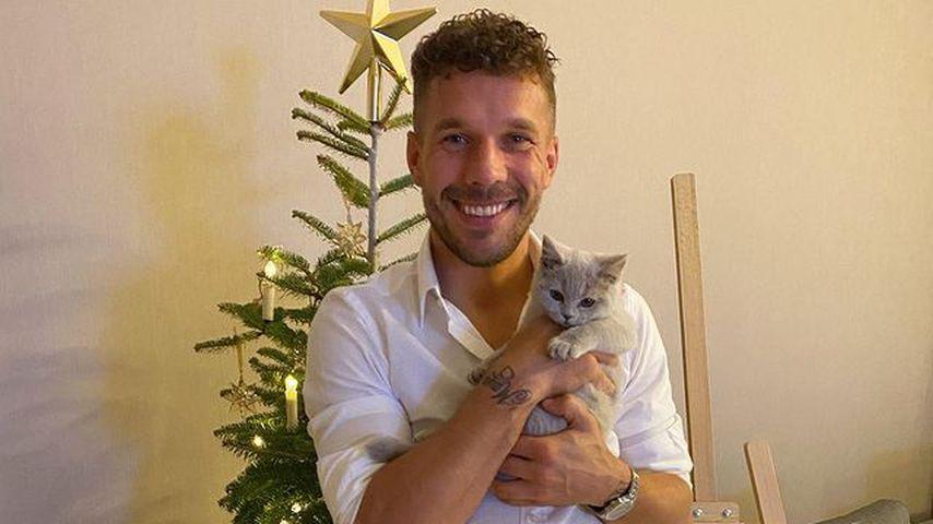 Lukas Podolski mit seinen Katzen