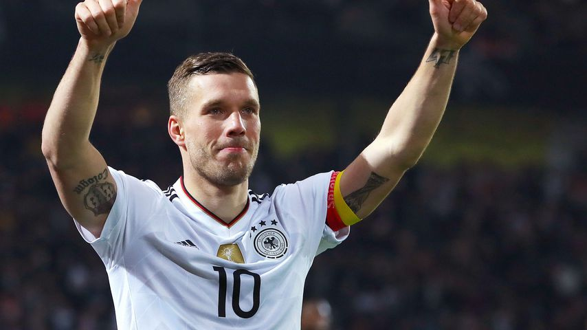 Özil, Schweini & Co.: Rührender Abschied von Lukas Podolski!