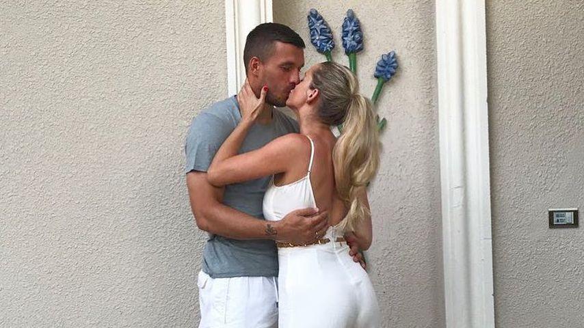 Süßer Mama-Papa-Moment: Lukas Podolskis Sohn als Paparazzo