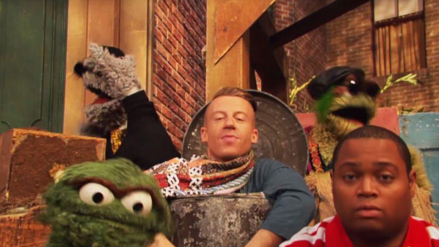 Für die Tonne! Macklemore rockt die Sesamstraße