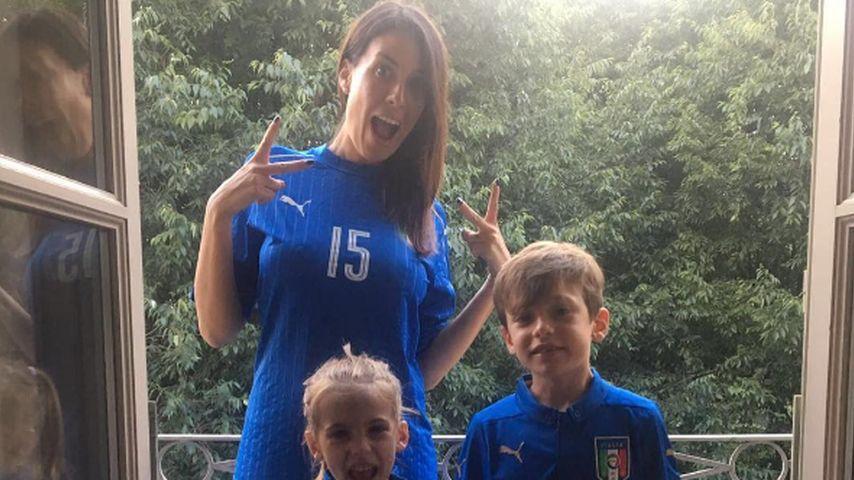 Maddalena Nullo, die Gattin von Andrea Barzagli, mit den Kindern Camilla und Mattia